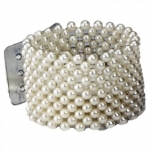 LARGE PEARL BRACELET IVORY 1TK  Size: 4cm width, elasticated to fit all